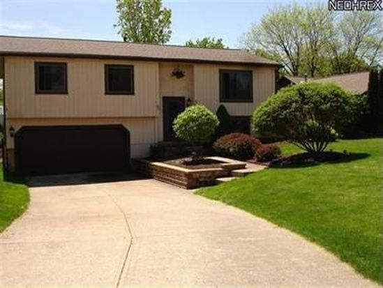 9529 Charney Cir, Olmsted Falls, OH 44138