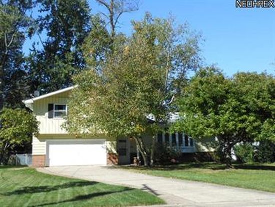 4948 Devon Dr, North Olmsted, OH 44070
