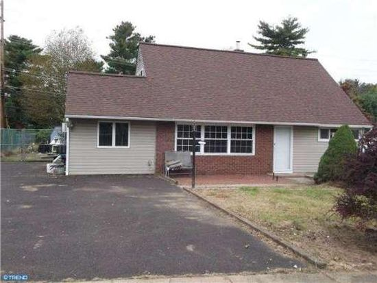 77 Upland Rd, Levittown, PA 19056