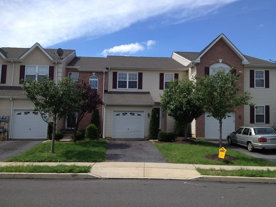 7053 Hunt Dr, Macungie, PA 18062