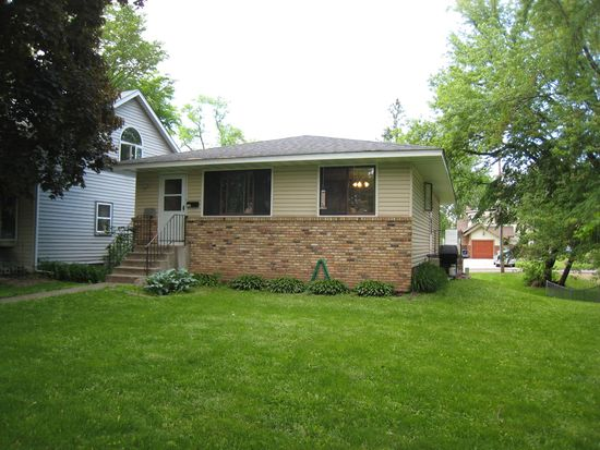 2703 6th Ave E, Maplewood, MN 55109