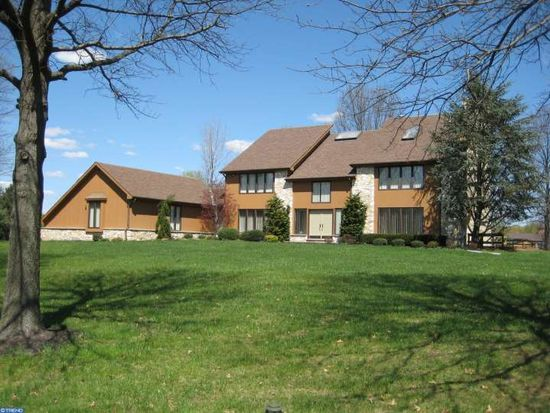 9 Baldwin Hill Pl, Moorestown, NJ 08057