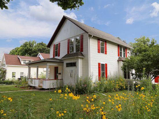 916 Tremont St, Cedar Falls, IA 50613