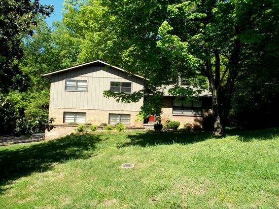 1011 Greenwich Dr, Maryville, TN 37803