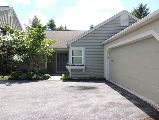2021 Meadow Gln, Wyomissing, PA 19610