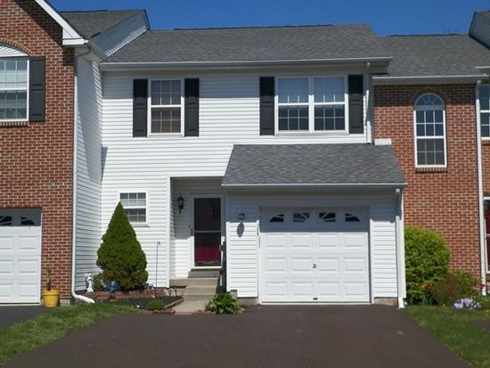 206 Hampshire Dr, Sellersville, PA 18960