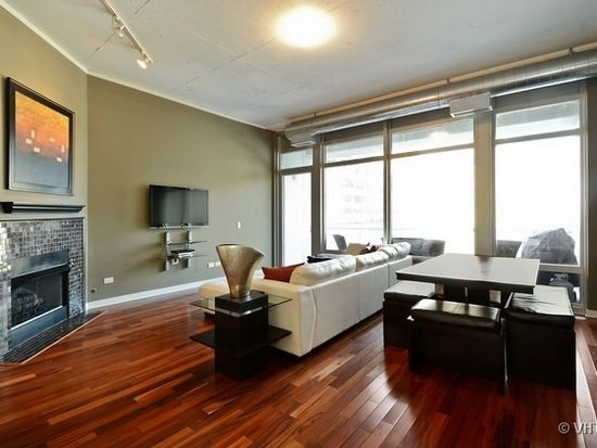 333 N Canal St APT 1703, Chicago, IL 60606