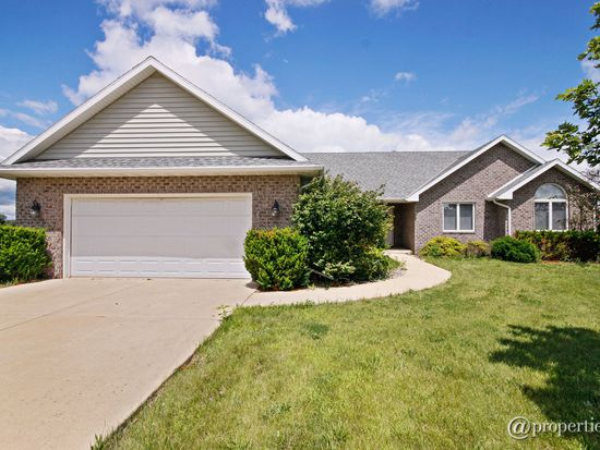205 Highpoint Dr, Essex, IL 60935