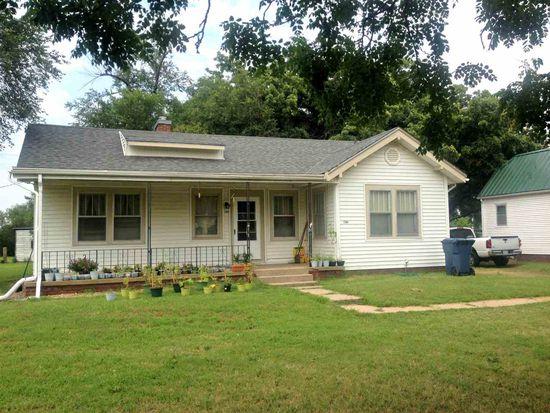 1304 W 11th Ave, Hutchinson, KS 67501