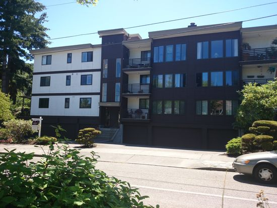 3053 Briarcliff Ln W, Seattle, WA 98199
