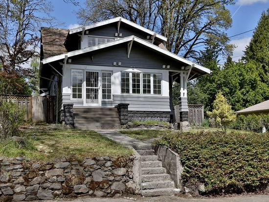 230 W Gloucester St, Gladstone, OR 97027
