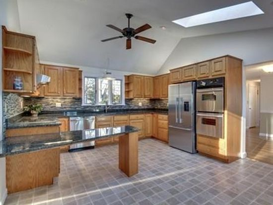 2 Lakeview Ave, Middleton, MA 01949