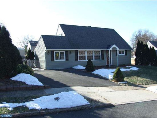 49 Quickset Rd, Levittown, PA 19057