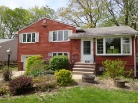 11370 Stoneham Rd, Cleveland, OH 44130