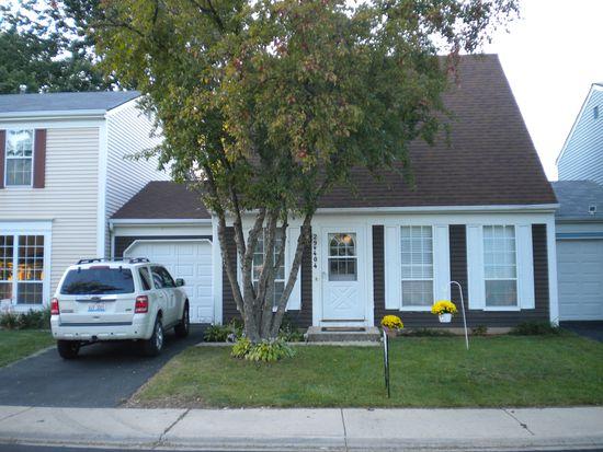 29W404 White Oak Dr, Warrenville, IL 60555