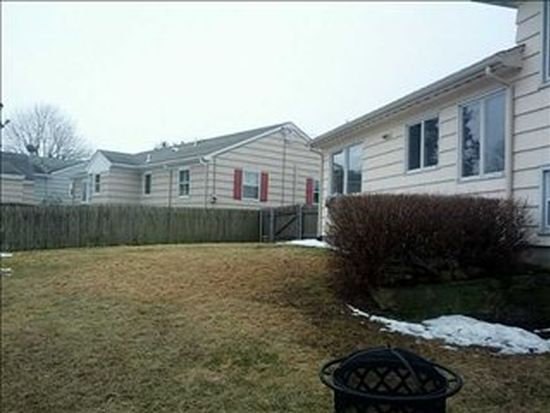 16 Willow Ave, Middletown, RI 02842
