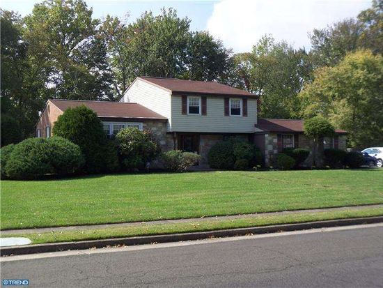 228 Brookdale Dr, Huntingdon Valley, PA 19006