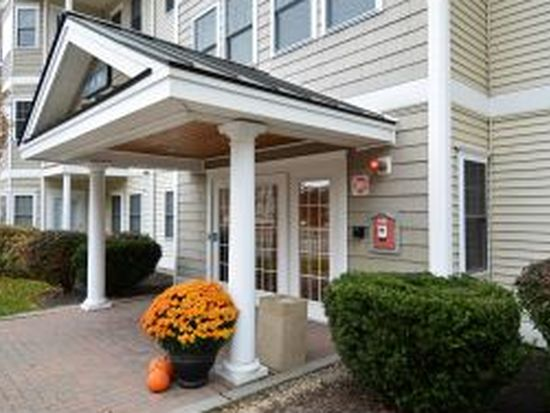 1 Sterling Hill Ln APT 133, Exeter, NH 03833