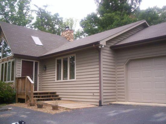 230 Rollingwood Ct, Troutville, VA 24175
