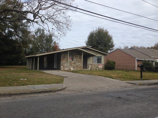 5813 Frederick St, Moss Point, MS 39563