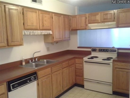 4685 Mayfield Rd APT D, South Euclid, OH 44121