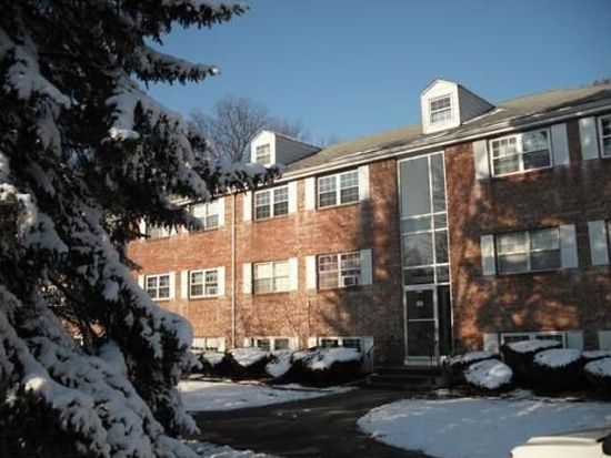 60 Edgelawn Ave APT 3, North Andover, MA 01845