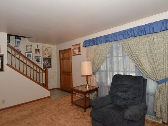 5006 W Colonial Ct, Greenfield, WI 53220