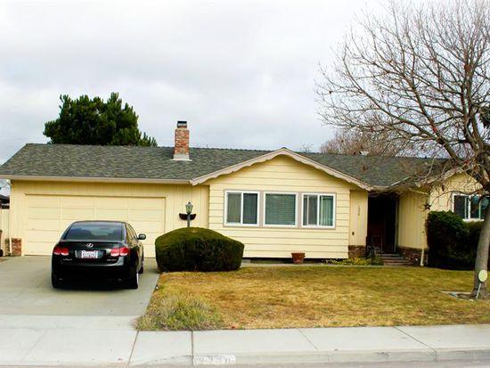 1330 Sunset Dr, Hollister, CA 95023