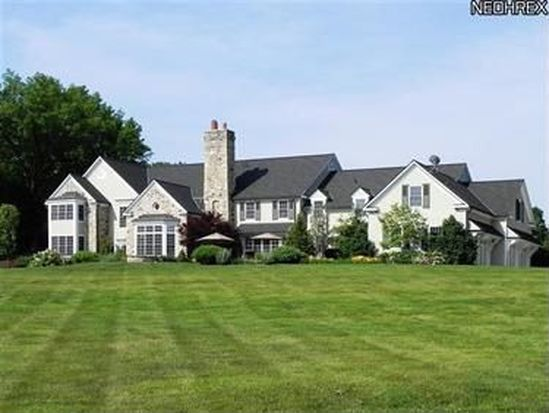 3125 Roundwood Rd, Chagrin Falls, OH 44022