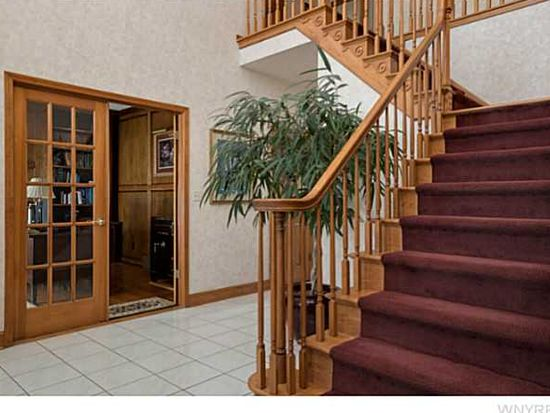 8171 Woodview Ct, Williamsville, NY 14221