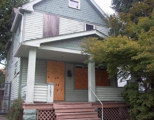 15807 Grovewood Ave, Cleveland, OH 44110