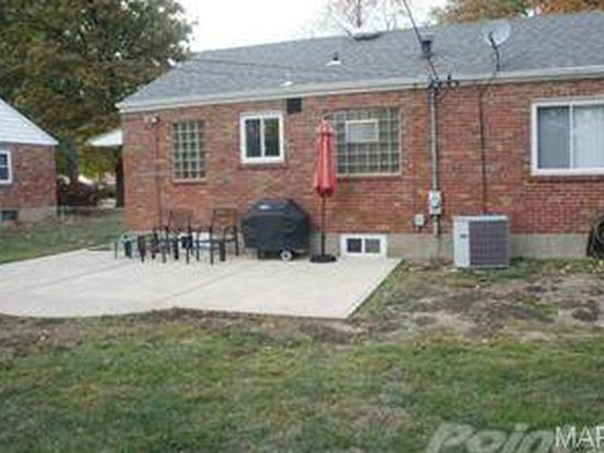 236 Cannonbury Dr, Webster Groves, MO 63119