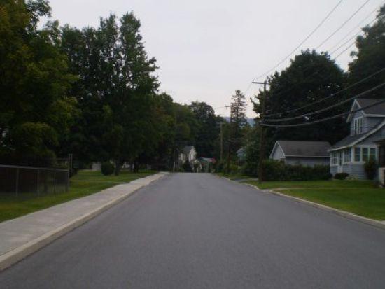 807 1/2 Gage St, Bennington, VT 05201