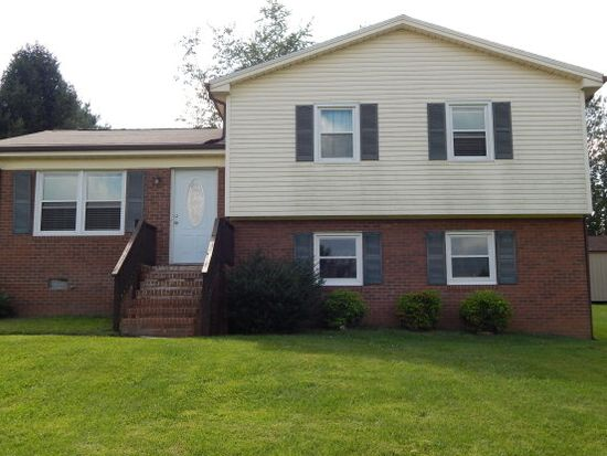 57 Greenview Ln, Hillsville, VA 24343