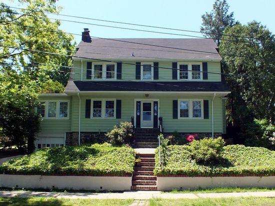 34 Suburban Ave, Pelham, NY 10803