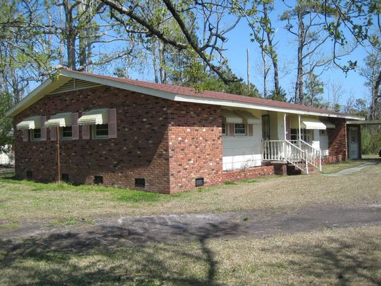 305 Croaker St, Davis, NC 28524