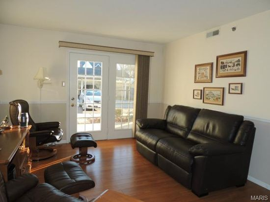 921 Hanna Place Ct APT H, Ballwin, MO 63021