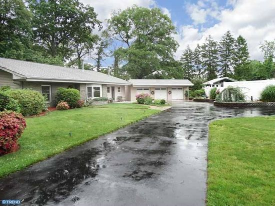 83 Woodside Ave, Levittown, PA 19057