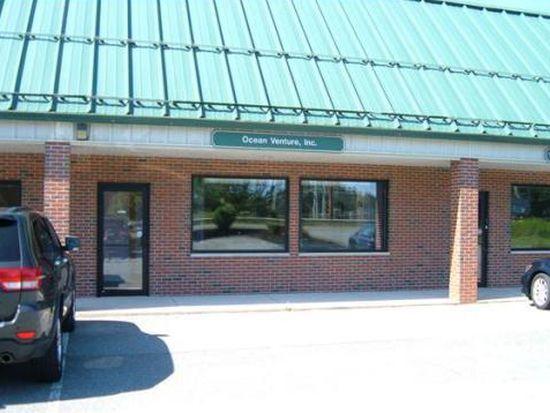 939 Salem St UNIT 8, Groveland, MA 01834