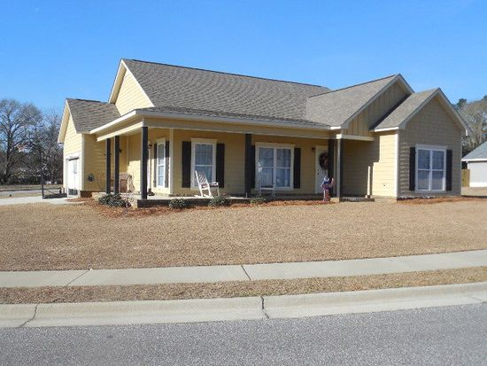 110 Gracebrook Dr, Headland, AL 36345