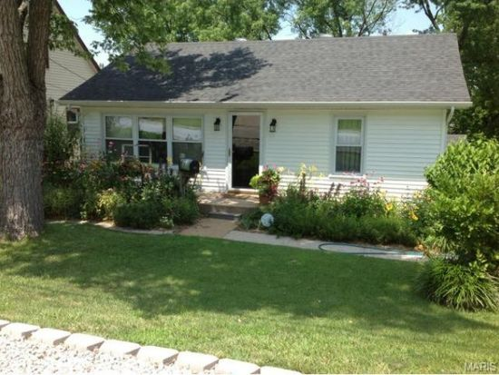 9613 Holtwood Rd, Overland, MO 63114