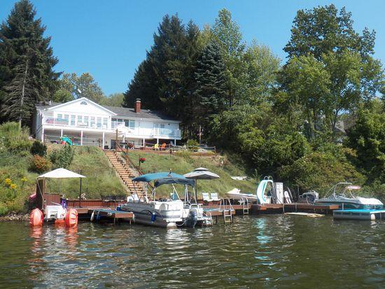 1545 Lake Crest Dr, Roaming Shores, OH 44084