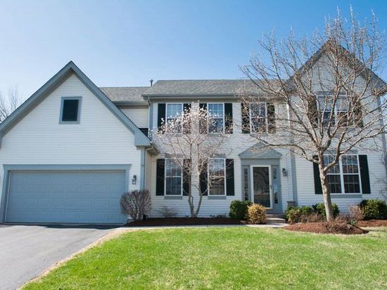 1709 Rolling Hills Dr, Crystal Lake, IL 60014