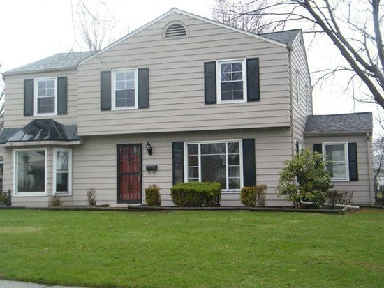 5388 Strawberry Ln, Willoughby, OH 44094