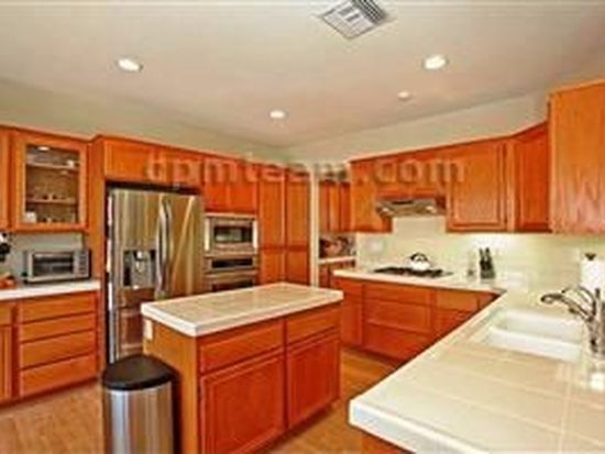 5064 Ashberry Rd, Carlsbad, CA 92008