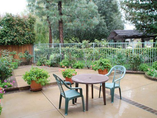 1136 Crowne Dr, Pasadena, CA 91107
