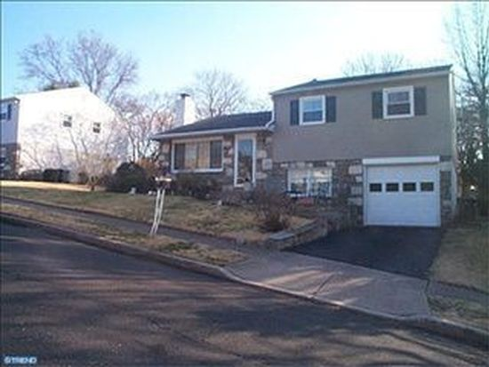374 Heathcliffe Rd, Huntingdon Valley, PA 19006
