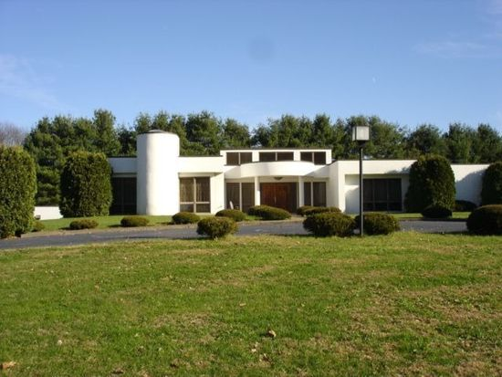 2330 Trout Island Rd, Hermitage, PA 16148