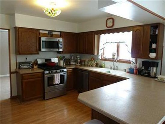 19 E Paul St, West Middlesex, PA 16159