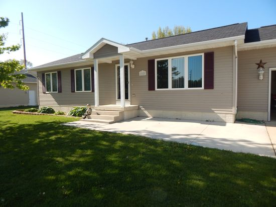 112 Sunset Ln, Elk Run Heights, IA 50707